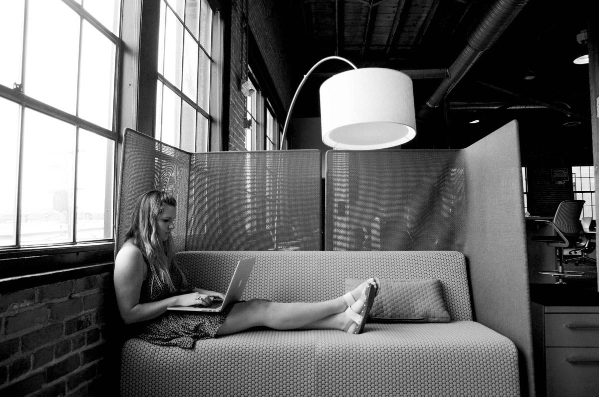 Si vous êtes en mode cool, vous pouvez choisir d'adopter un canapé ou encore un fauteuil relax