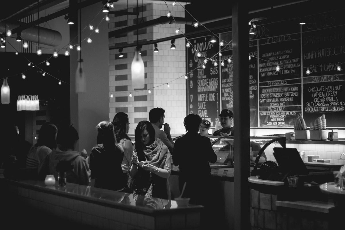 Notre cafétéria vous propose un buffet ou des plats sur commande, à vous de décider !